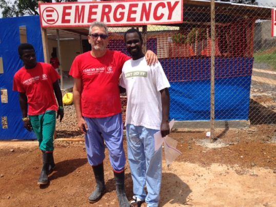 Ahmed Wurie e lo staff di EMERGENCY