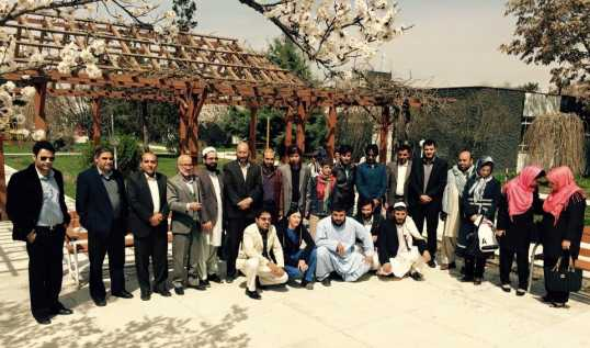 Foto di gruppo per gli specializzandi in chirurgia presso l'ospedale di EMERGENCY a Kabul, Afghanistan