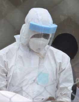 Un membro del nostro staff vestito col full PPE