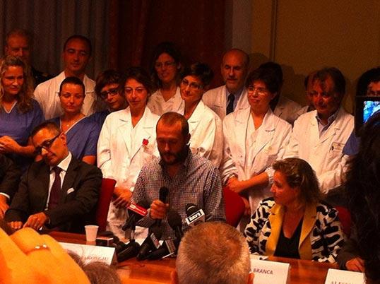 Stefano e lo staff dell'Istituto Spallanzani durante la conferenza stampa di mercoledi'