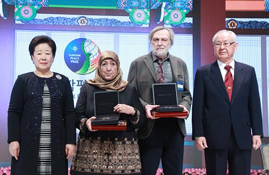 Gino Strada riceve il premio Sunhak Peace