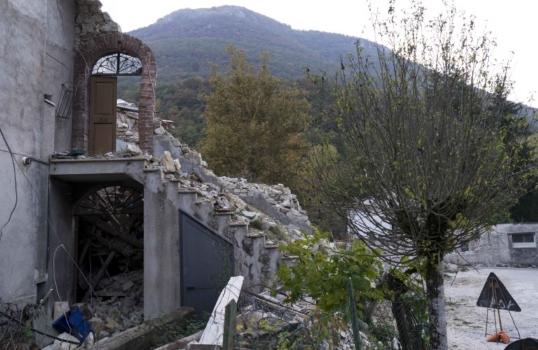 Le macerie lasciate dal sisma a Macerata