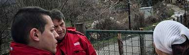 Lo staff dell'assistenza post terremoto di EMERGENCY