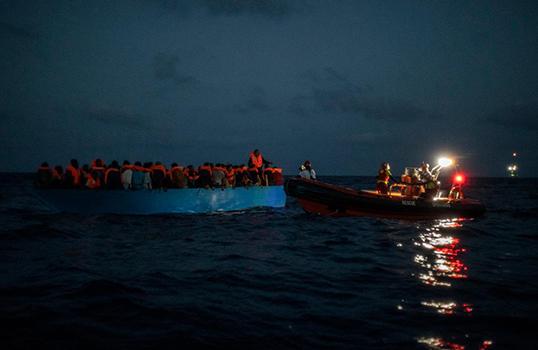 Salvataggio da parte di Open Arms di una barca di migranti Foto di Santi Palacios/AP